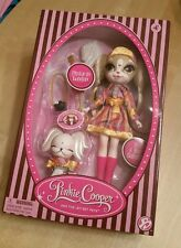 Pinkie Cooper and the Jet Set Pets Pinkie in London NEW in box