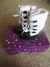 New Totes Kids Winter Boots KALLI White Black kids Girls sizes 11 12 13 2