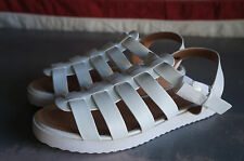 DEENA & OZZY URBAN OUTFITTERS NEW Sandals white strappy fisherman adjustable