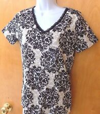 NEW WOMENS  SMALL BASIC EDITIONS V-NECK TEE LACE TRIM FLORAL KNIT TOP T-SHIRT