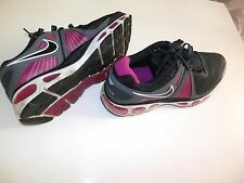 Pre-owned pair of Women's size 8.5 Nike Airmax Tennis Athletic Shoes, Grey Purpl