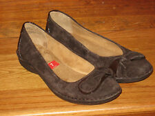 $65 WHITE MOUNTAIN SHOES Flats Brown Suede Patent Leather Padded Round Toe 7 M
