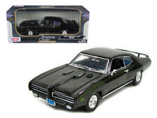 Motormax 1969 Pontiac GTO Judge 1:18 Diecast Car Model