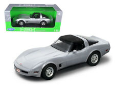 Welly 1982 Chevrolet Corvette 1/18 Diecast Car Model