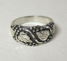 Dakota Black Hills Sterling Silver Ring Ladies Jewelry Grape Leaf Tapered Band