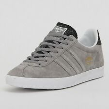 grey and blue gazelles