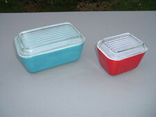 Vintage Lot of 2 Pyrex Refrigerator Dishes w/ Lids Blue #502-B & Red #501