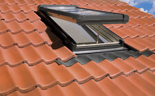 ELECTRIC OPERATED, VENTING SKYLIGHT-ROOF WINDOW-VENTED FAKRO FVE vs VELUX VSE