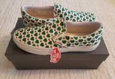 NEW IN BOX WOMENS VANS BY J-CREW CLASSIC SLIP ON SKATE SHOES WHITE HEARTS & BEES