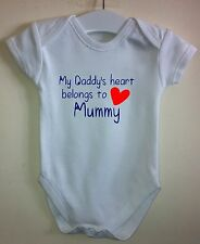 DADDY HEART BELONGS TO MUMMY BABY BODY GROW VEST GIRL BOY CLOTHES GIFT IDEA