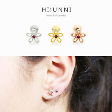 16g Daisy flower cartilage earring, labret stud, helix conch tragus piercing 1pc