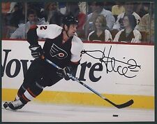 DARIAN HATCHER Flyers Signed/Autographed 8x10 Photo