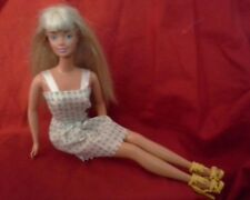 BARBIE  Blond  ~ w/ ,Jointed Knees, Outfit & Shoes ! ~TNT See Photos!