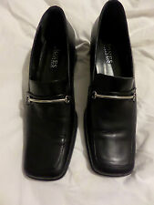 JONES BOOTMAKER LADIES BLACK COURT SHOES - SIZE 7 UK / 40 EUR METAL BAR ON FRONT