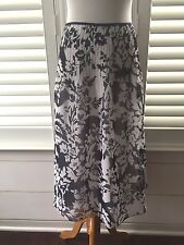 ELLEN TRACY Gorgeous 100% Silk Navy & White Floral  Fully Lined Skirt SZ 2 EUC!