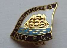 MANCHESTER CITY FC BADGE VINTAGE ENAMEL FOOTBALL PIN BADGE SHAPED CREST