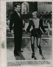 1963 Press Photo Dick Powell sings while Ruby Keeler dances in Shipmates Forever