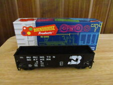 ROUNDHOUSE, 1498,  HO SCALE, 3 BAY BURLINGTON RIB SIDE HOPPER  (  NEW )
