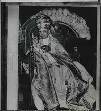 1955 Press Photo Pope Pius XII blesses Vatican Crowd on his 18th anniversary