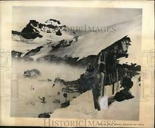 1969 Press Photo New Zealand's Tongariro Natl Park skiers in the Mts
