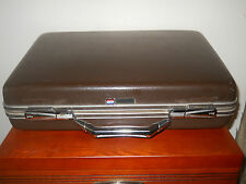 VINTAGE AMERICAN TOURISTER BRIEFCASE / ATTACHE~HARD SHELL CASE~WITH  KEYS~ NICE!