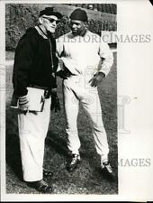 1967 Press Photo Bears owner coach George Halas & HB Gale Sayres in Chicago