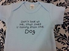 DON'T LOOK AT ME THAT SMELL IS COMING FROM THE DOG - FUNNY BABY BODYSUIT - NEW