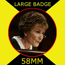 JUDGE JUDY-JUDGE JUDITH SHEINDLIN - 58MM LARGE BADGE/FRIDGE MAGNET/HANDBAG/#1