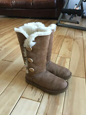 UGG AUSTRALIA TRIPLE BAILEY BUTTON CHESTNUT SUEDE WOMEN WINTER BOOTS SIZE 9