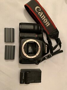 CANON EOS 5D 12.8MP DIGITAL SLR CAMERA   BLACK  BODY ONLY  WITH 2 BATTERIES