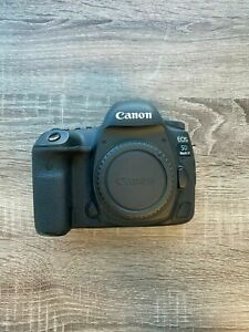 CANON EOS 5D MARK IV 30.4MP DIGITAL SLR CAMERA   BLACK  BODY ONLY  BARELY USED
