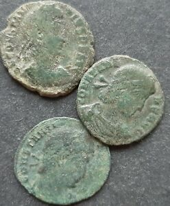 ROMAN BRONZE COINS. LOT OF 3 COINS
