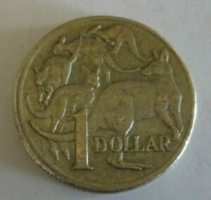 2004   MOB OF FIVE KANGAROOS   AUSTRALIAN ONE DOLLAR / $1 COIN   CIRCULATED