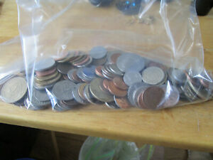 LOT OF WORLD FOREIGN COINS 1 POUND