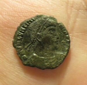 AE3 NUMMUS OF VALENTINIAN I HOLDING LABRUM DRAGGING CAPTIVE ROMAN IMPERIAL VF