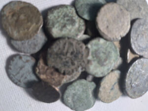 1 ANCIENT ROMAN COIN UNCLEANED FROM A PILE OF MANY NICE COINS