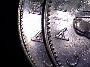 CANADA   2 X 25 CENTS 1978   1 SMALL   1 LARGE DENTICULE   CIRC.    C850