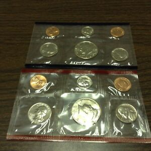 1989 US MINT SET IN ORIGINAL ENVELOPE. COINS ARE IN ORIGINAL MINT CELLO/ENVELOPE