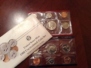1988 US MINT SET IN ORIGINAL ENVELOPE. COINS ARE IN ORIGINAL MINT CELLO/ENVELOPE