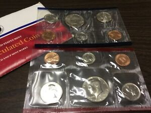 1987 US MINT SET IN ORIGINAL ENVELOPE. COINS ARE IN ORIGINAL MINT CELLO/ENVELOPE