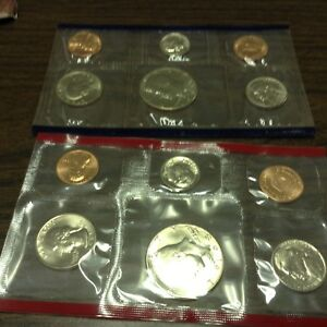 1985 US MINT SET IN ORIGINAL ENVELOPE. COINS ARE IN ORIGINAL MINT CELLO/ENVELOPE