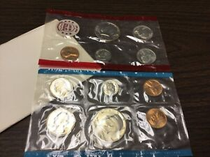 1971 US MINT SET IN ORIGINAL ENVELOPE. COINS ARE IN ORIGINAL MINT CELLO/ENVELOPE