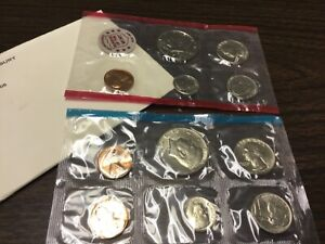 1972 US MINT SET IN ORIGINAL ENVELOPE. COINS ARE IN ORIGINAL MINT CELLO/ENVELOPE