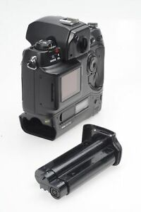 NIKON D1H 2.7MP DIGITAL SLR CAMERA BODY  WITH CHARGER                       109