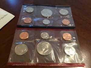 1992 US MINT SET IN ORIGINAL ENVELOPE. COINS ARE IN ORIGINAL MINT CELLO/ENVELOPE