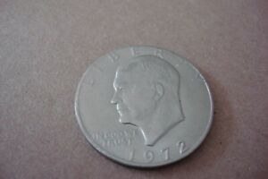1972 EISENHOWER DOLLAR IKE  MINT ERROR COIN NO REED ON EDGE OF COIN