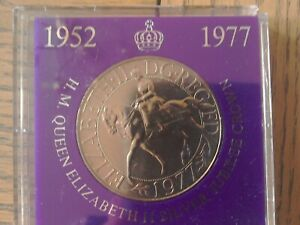 1977 SILVER JUBILLE COMMEMORATIVE CROWN COIN REF BIN