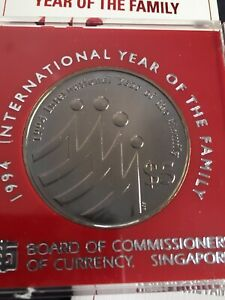 1994 INTERNATIONAL YEAR OF THE FAMILY $5  UNCIRCULATED COIN