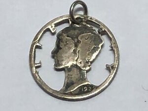 VINTAGE LIBERTY HEAD PENDANT 1922 CUT OUT SILVER DOLLAR COIN 1922 .   PRE OWNED.