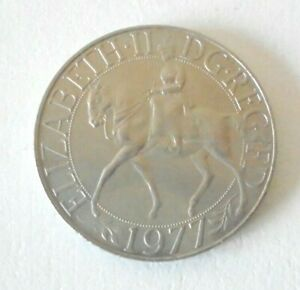 BRITISH QUEEN ELIZABETH 11 SILVER JUBILEE CROWN 1977 WITH COVER